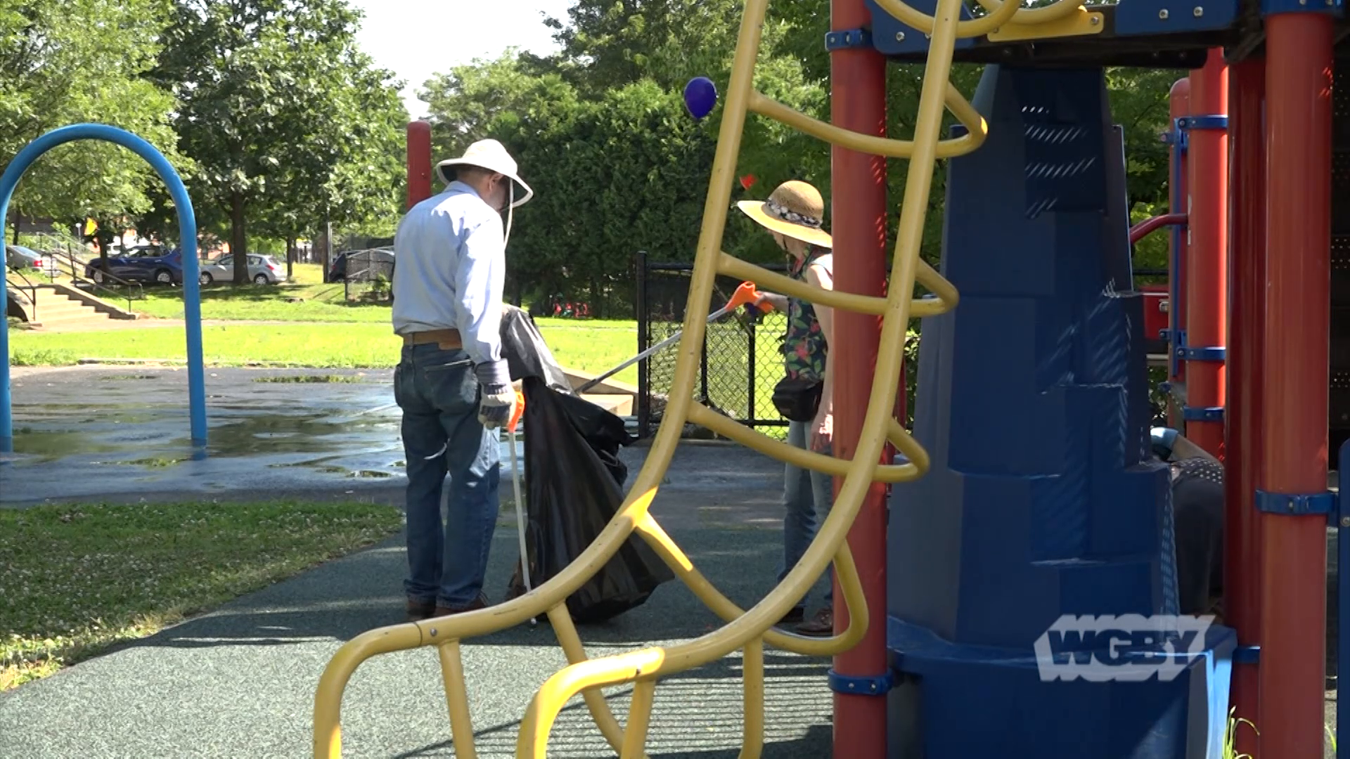 Join a group of OneHolyoke CDC Keep It Clean Holyoke volunteers as they clean-up and beautify Chestnut Street Park in the Paper City.