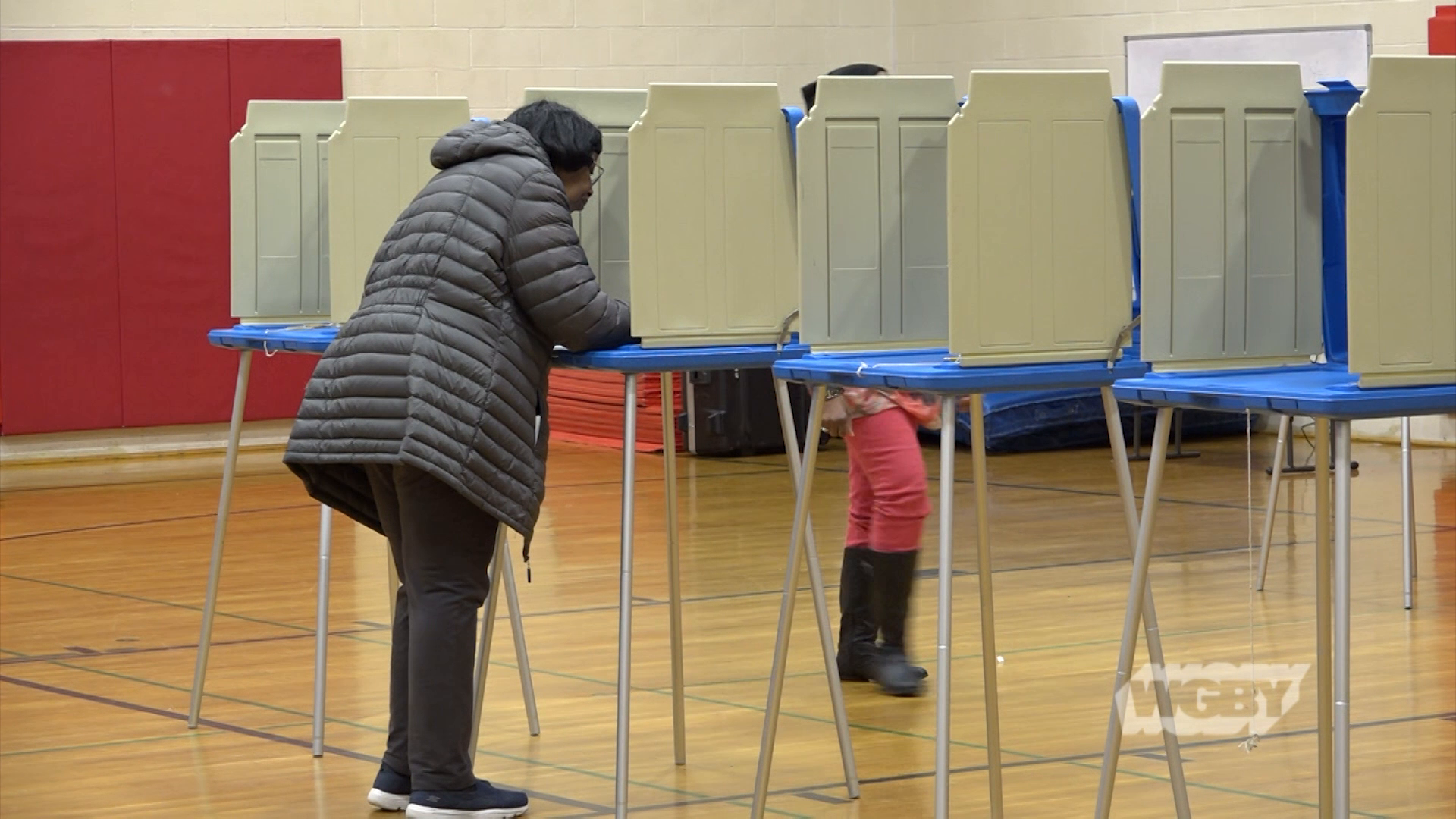 WATCH: Carolee McGrath heads to the polls in Springfield, Agawam, & West Springfield to learn what issues matter to western Mass voters on Super Tuesday.